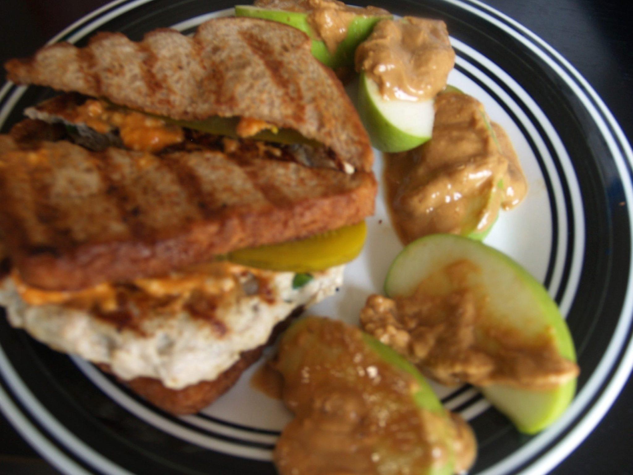 Green Curry Turkey Burger (เบอร์เกอร์พริกแกงเขียวหวานเนื้อไก่งวง