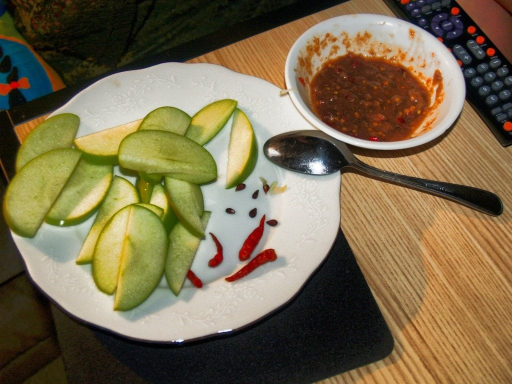 Sliced Green Apple with Chili Fish Sauce
