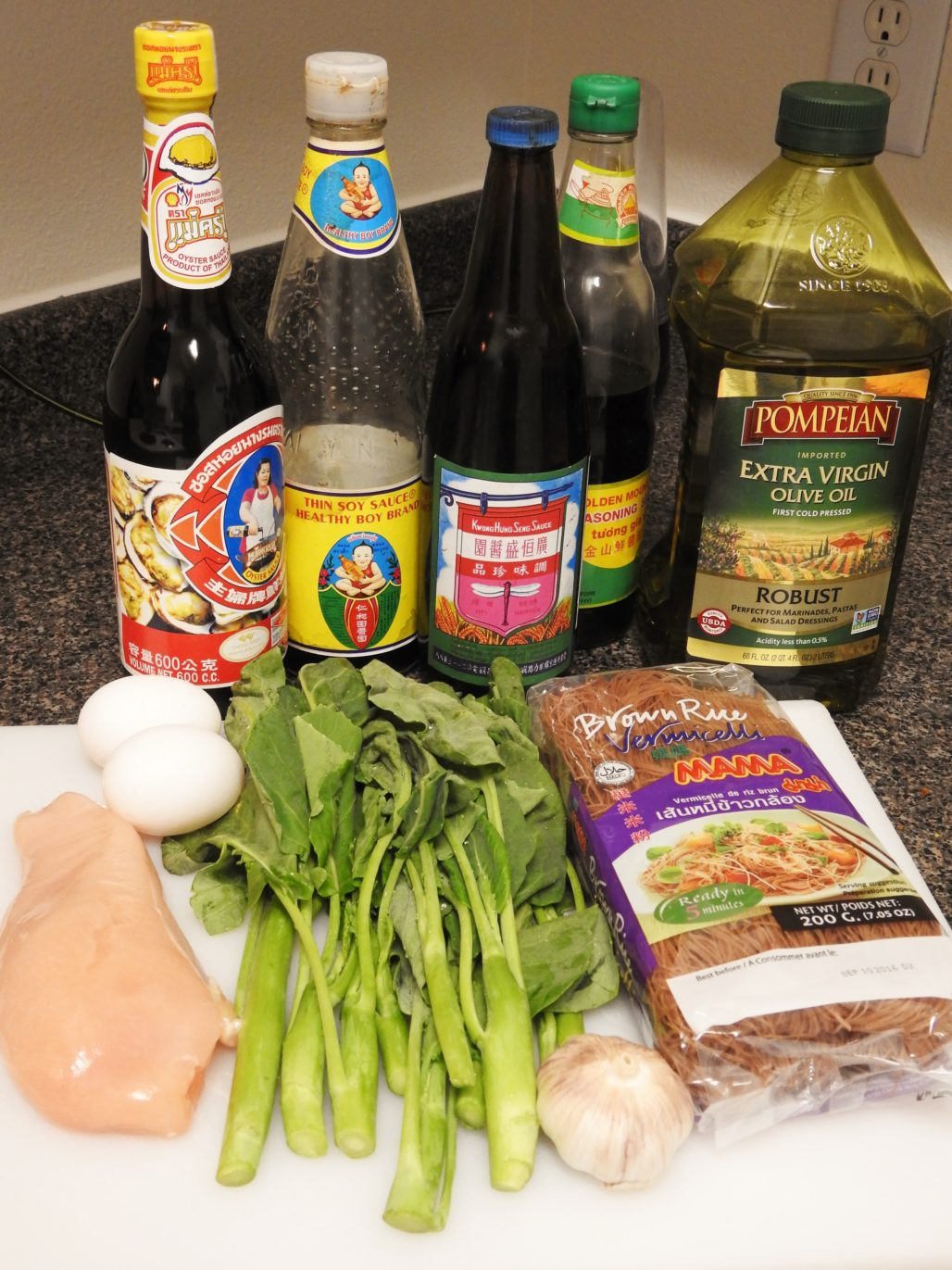 Brown Rice Vermicelli Pad See Ew with Chicken Ingredients