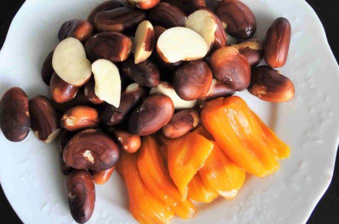 Jackfruit Seeds and Jackfruit together make a beautiful snack.