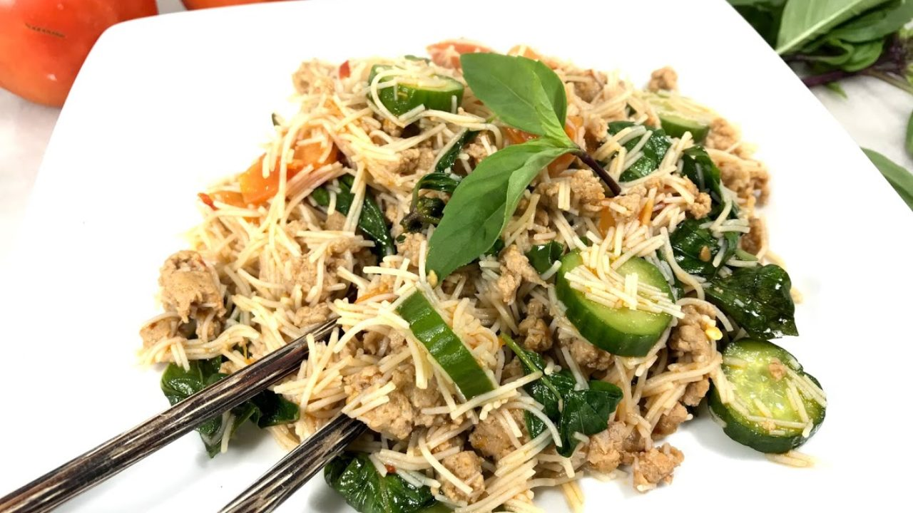 Stir-fried Brown Rice Vermicelli with Turkey Sausage